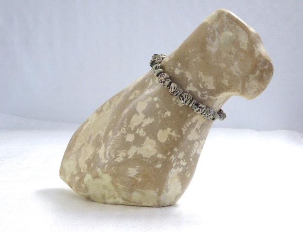 Hond  Steen, Met Keramische Halsband.  Hoog 33 Cm. € 475.-